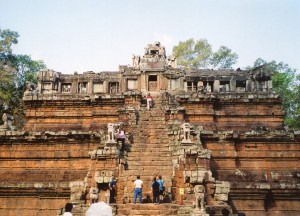 Phimeanakas is very steep. Watch your steps when you approach the Khmer king!