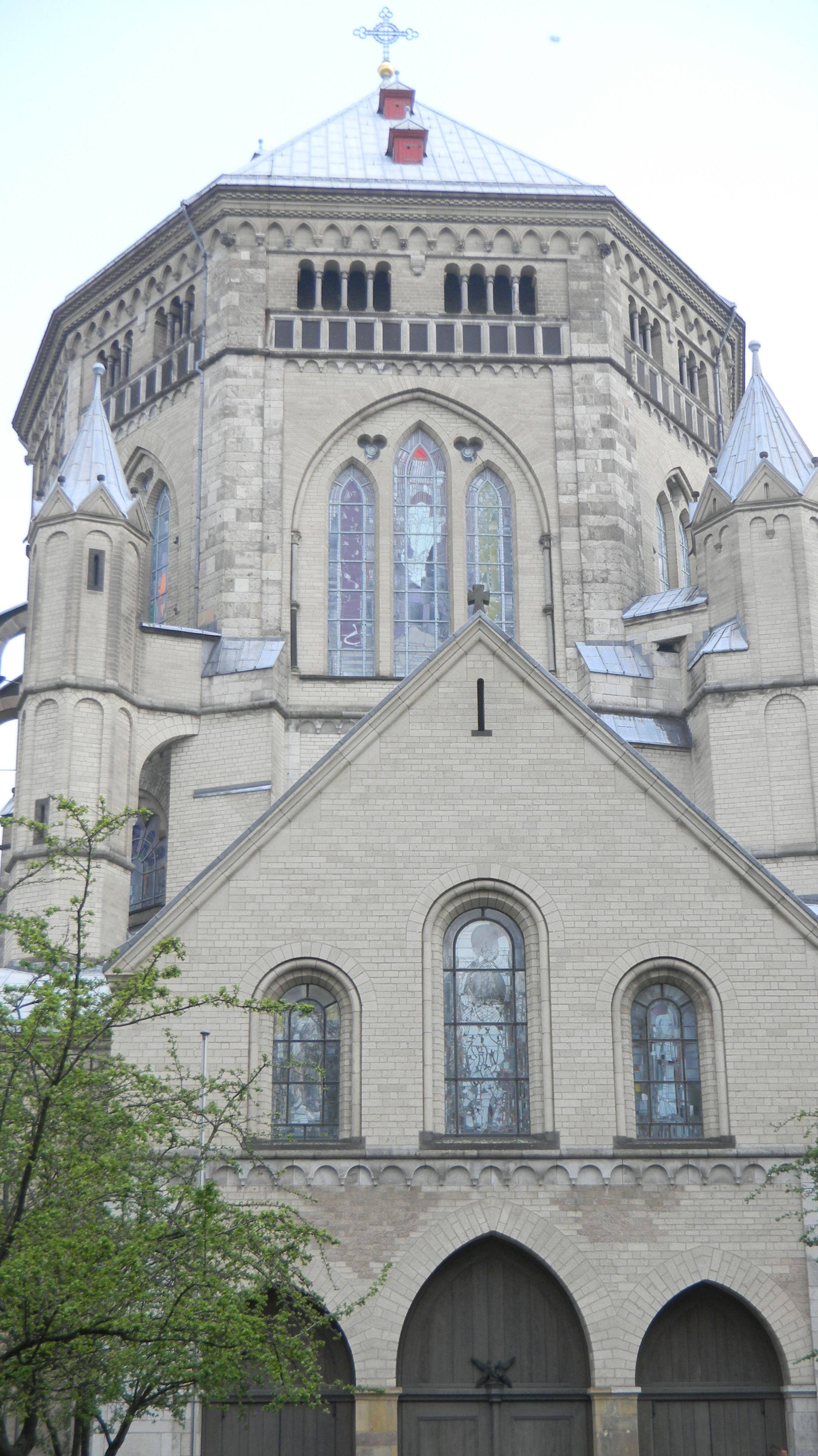 Gothic and romanesque cathedrals essay